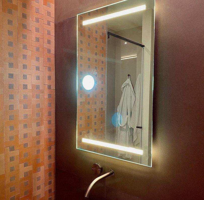 Specchio rettangolare retroilluminato
